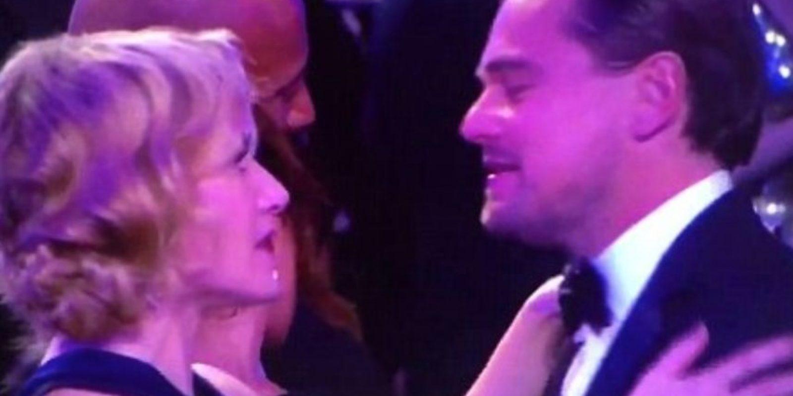 Así fue el abrazo tan emotivo entre Kate y Leonardo. Foto:Vía Twitter. Imagen Por: