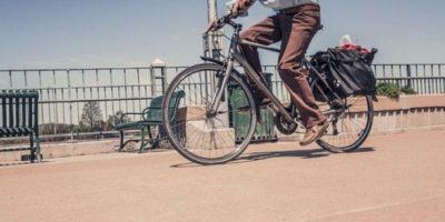 6. Siempre deben elegir los lugares menos transitados por peatones para circular. Foto:Pixabay. Imagen Por: