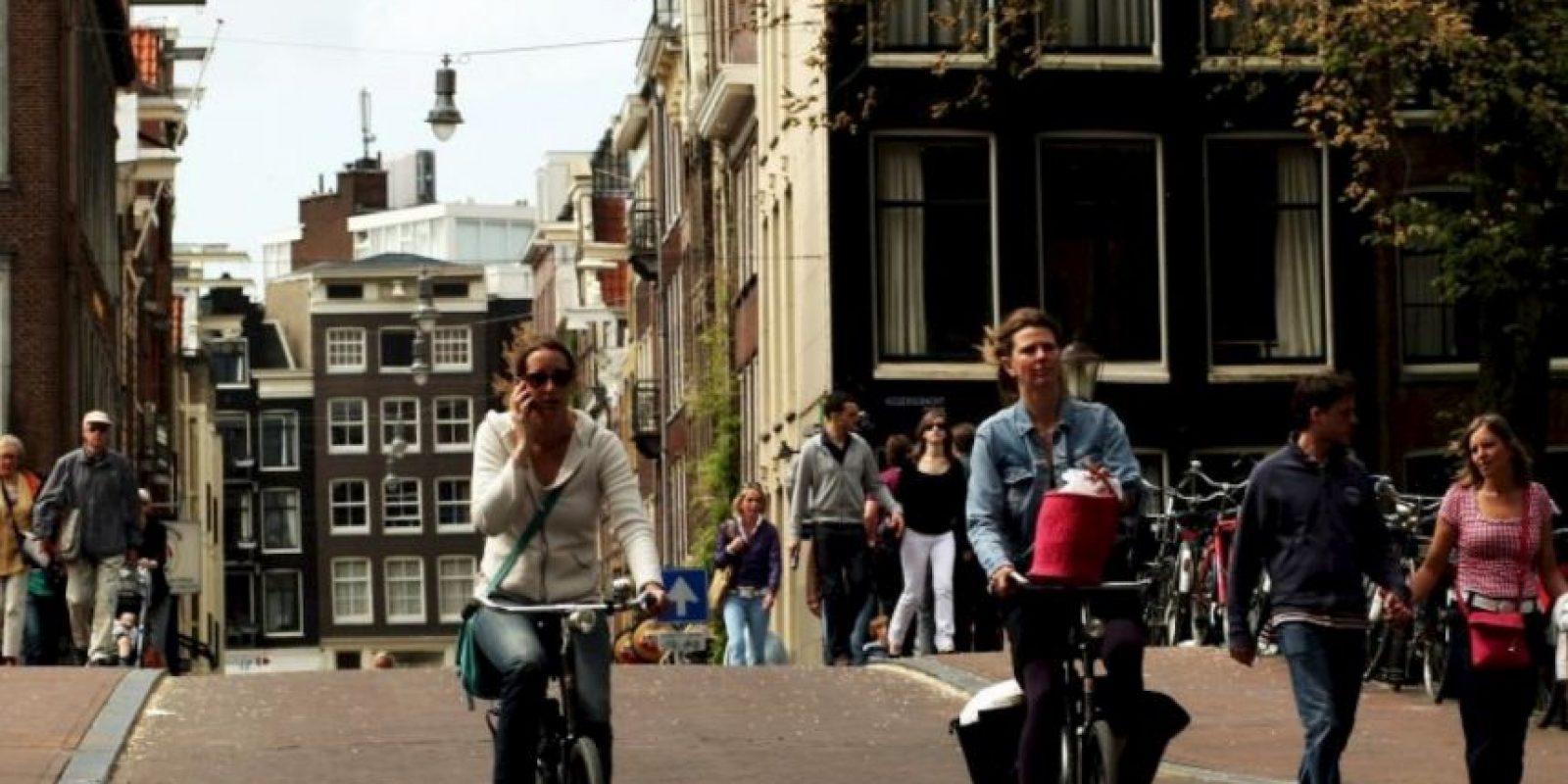 3. No utilizar dispositivos móvies mientras manejan la bicicleta. Foto:Pixabay. Imagen Por: