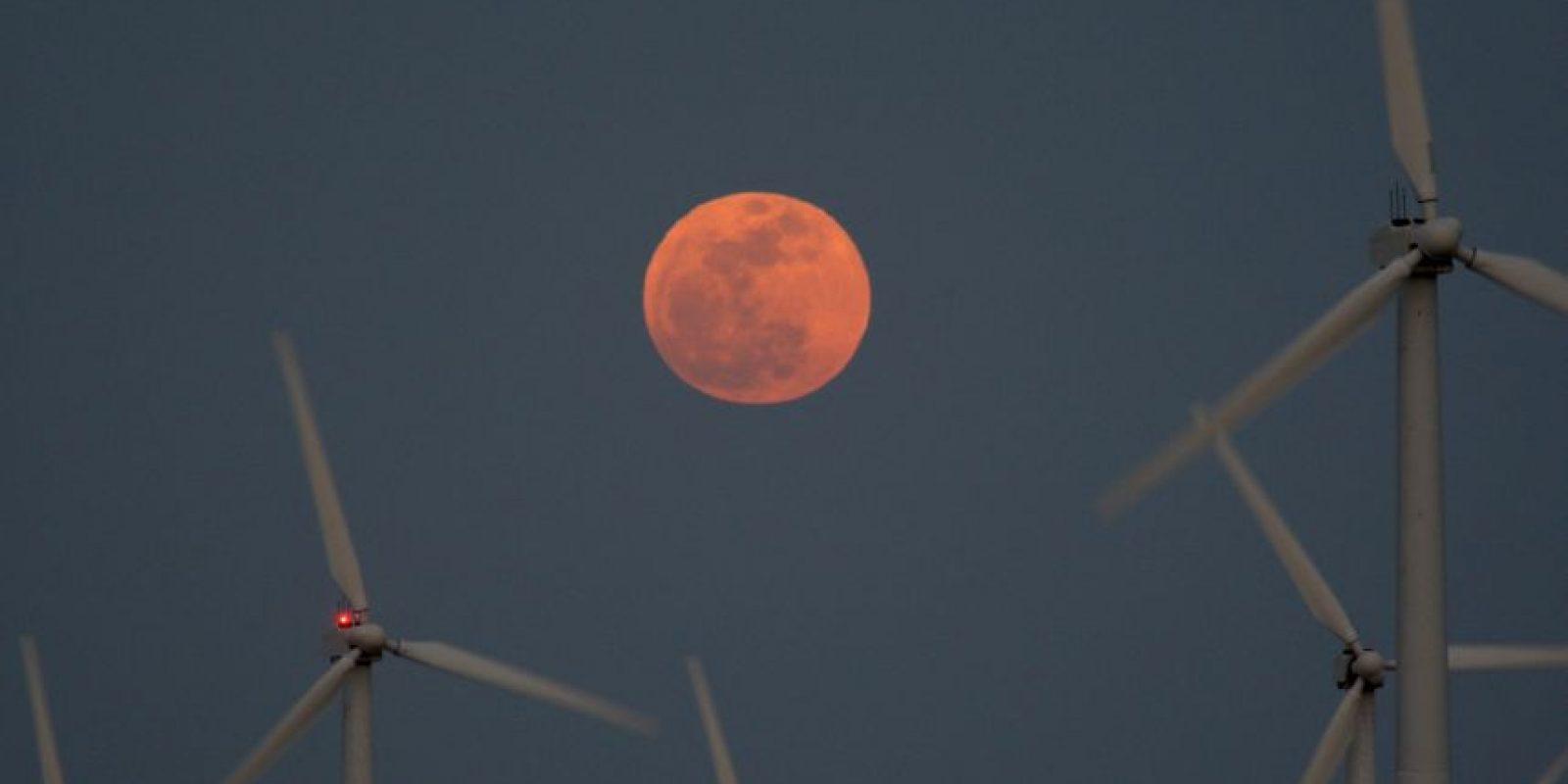 Imagen de la Superluna registrada el 5 de mayo de 2012. La fotografía se tomo en Palm Springs, California, Estados Unidos Foto:Getty Images. Imagen Por: