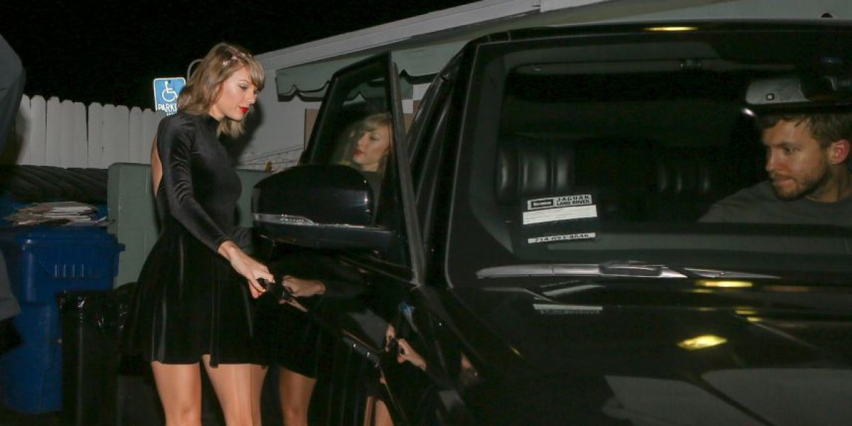 Taylor Swift muestra sus esculturales piernas