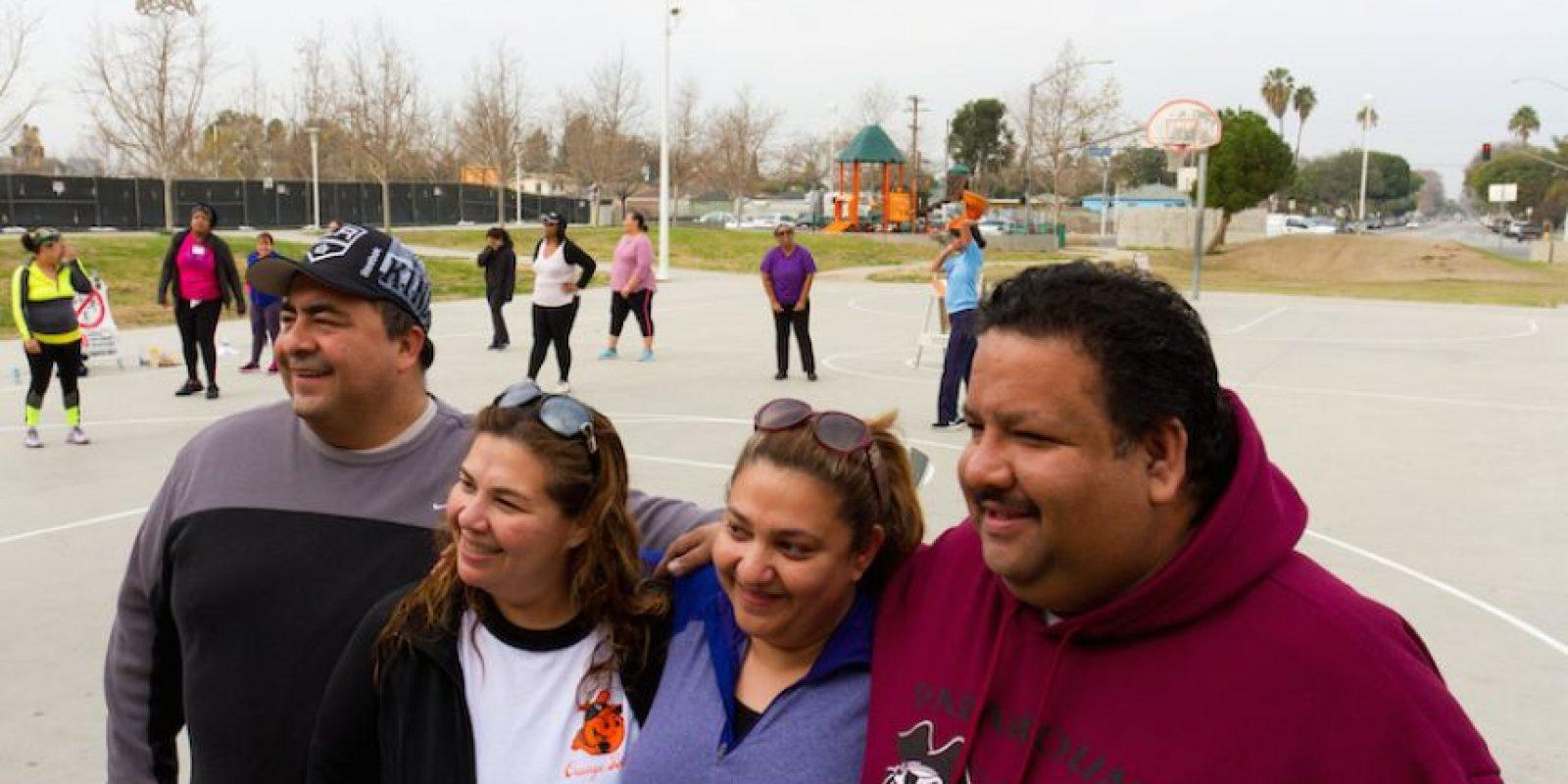 Decenas de residentes de Lynwood (California-EE.UU.) aceptaron hoy el reto de esta ciudad para bajar de peso, y de paso llevarse 3.500 dólares y aprender sobre nutrición y rutinas de ejercicio. Foto:EFE. Imagen Por: