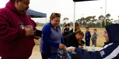 Residentes se inscriben en un programa para perder peso hoy, sábado 16 de enero de 2016, en Lynwood, California Foto:EFE. Imagen Por: