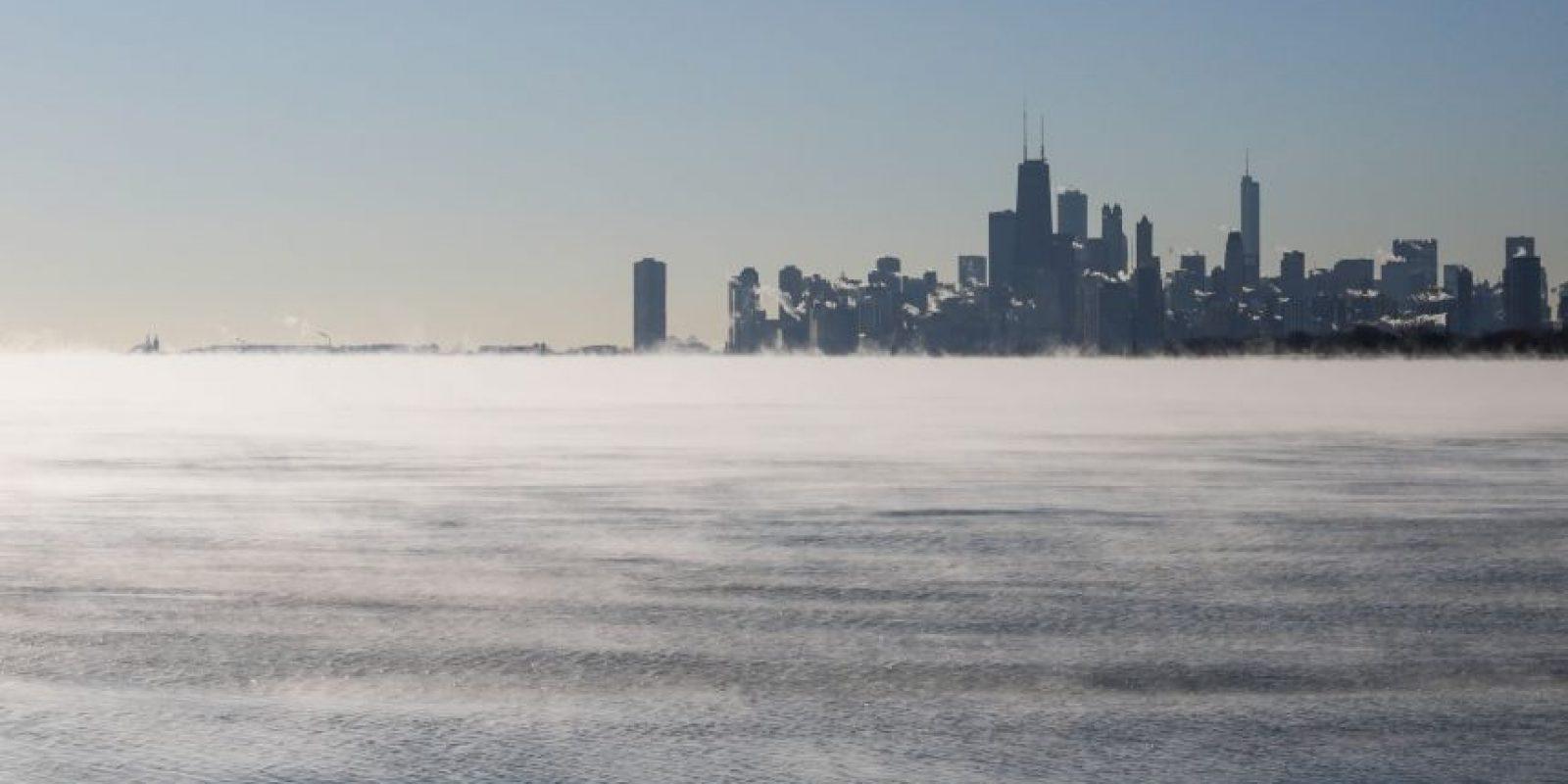 Panorámica de Chicago desde una orilla del lago Michigan el lunes 18 de enero de 2016. Fue la mañana más fría de la temporada hasta ahora en Chicago, con temperaturas bajo cero y vientos helados en toda la zona. Foto:AP. Imagen Por:
