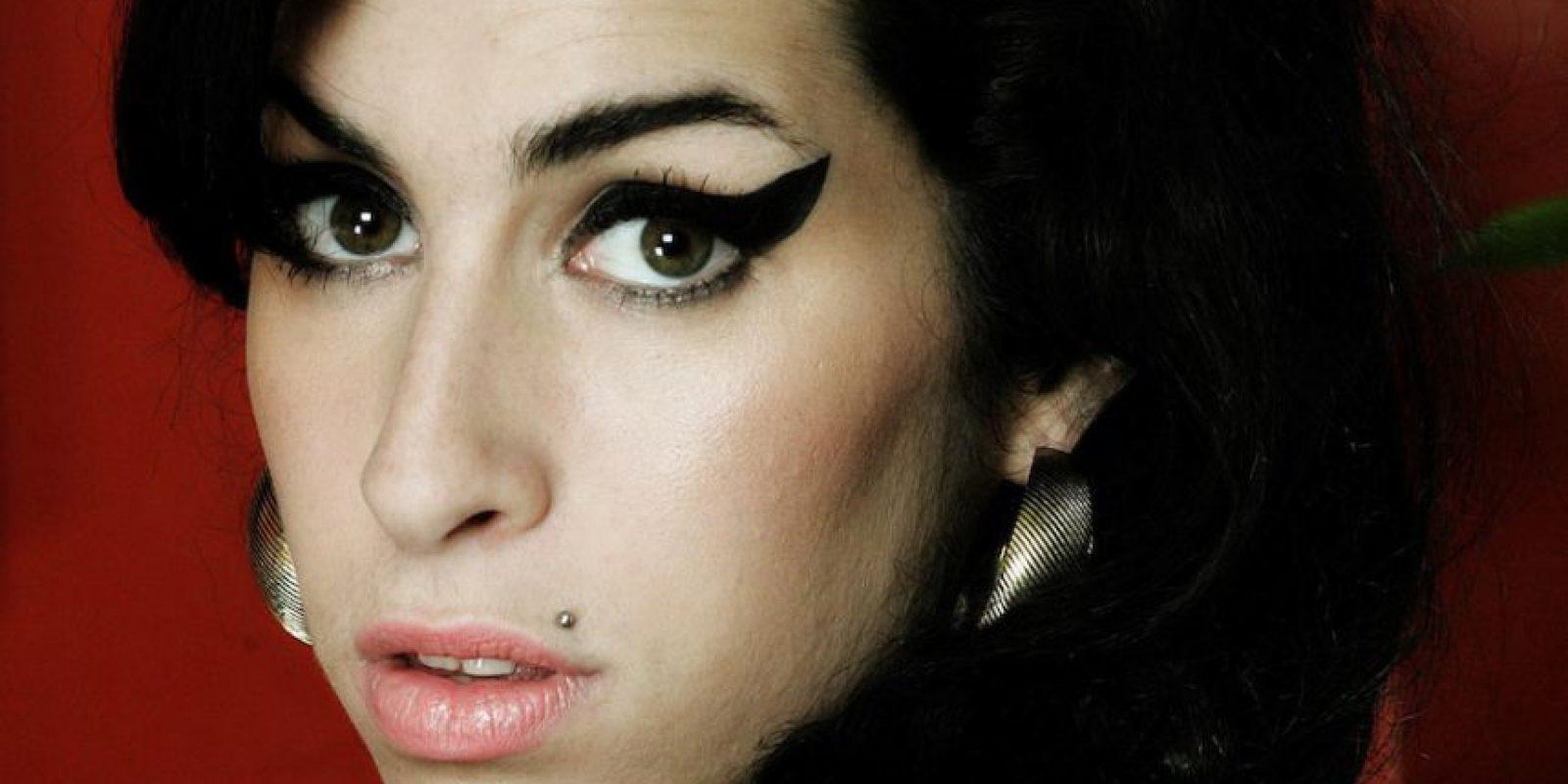 Narra la historia de la cantante británica fallecida en 2011. Foto:Netflix. Imagen Por: