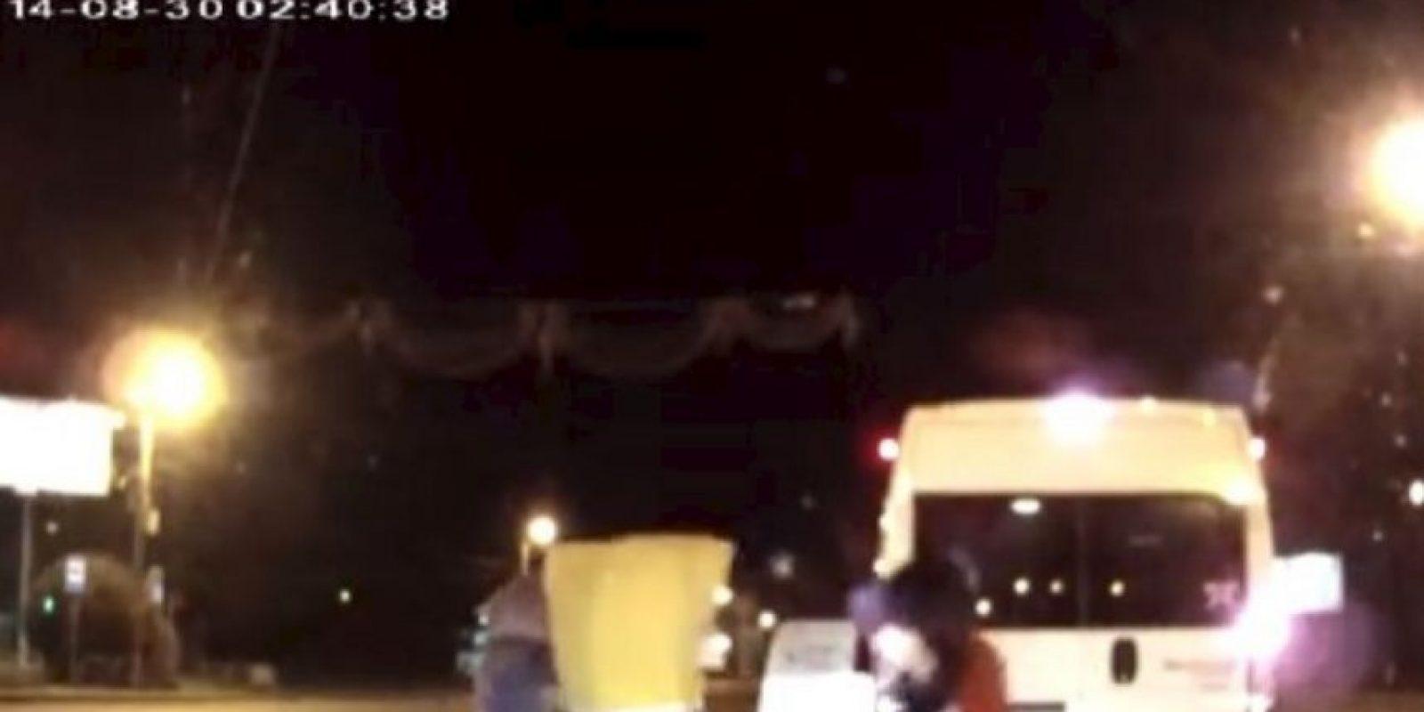 """""""Mickey Mouse, Bob Esponja y sus amigos contra un automovilista"""". Sucedió en septiembre de 2014 en la ciudad rusa de Chelabinsk Foto:YouTube-Archivo. Imagen Por:"""