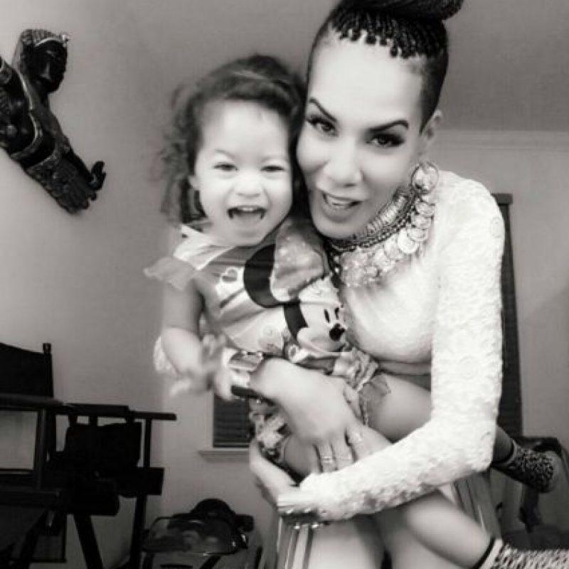 """Esto, con su pareja actual, el coreógrafo de reguetón Xavier Sánchez. Foto:vía Facebook/Ivy Queen """"La Diva"""". Imagen Por:"""
