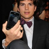 Ashton Kutcher le fue infiel a Demi Moore con Sara Leal, de 23 años. Foto:vía Getty Images. Imagen Por: