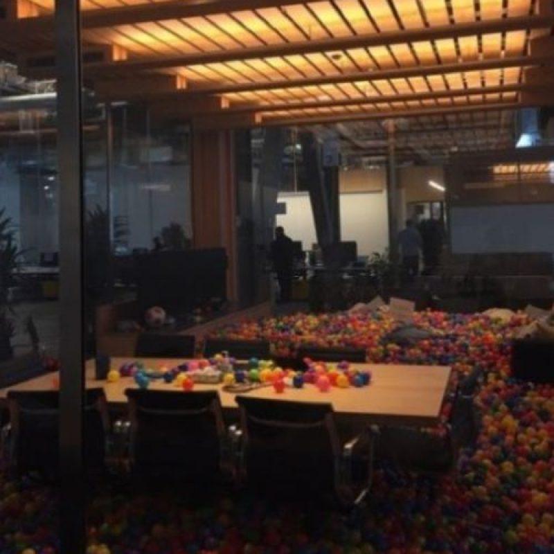 La iluminación para cuando el CEO de Facebook se deba quedar hasta tarde. Foto:Vía instagram.com/wei.jien. Imagen Por: