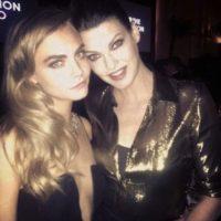 Siempre rodeada de guapas mujeres, aquí con Linda Evangelista Foto:Instagram. Imagen Por: