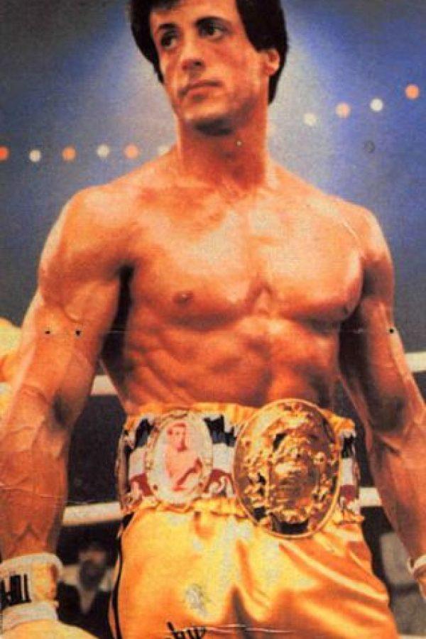 En la tercera, Clubber Lang le derrota y le quita su título de Campeón Mundial de Peso Pesado. También causa la muerte de su mánager. Lo derrota para vengarse, entrenado por Apollo. Foto:vía United Artists. Imagen Por: