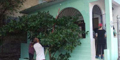 """Un grupo de voluntarios ayudan con la reparación de la casa de crianza del cantante puertorriqueño Ismael Rivera y del Museo de Arte Contemporáneo de San Juan, los lugares en que nació y murió el llamado """"Sonero Mayor"""" en San Juan Foto:EFE. Imagen Por:"""