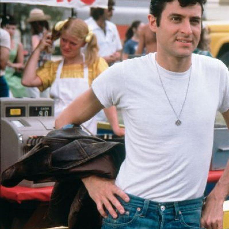 """Imagen difundida por los estudios Paramount Pictures del actor Barry Pearl en el papel de Doody en la cinta de 1978 """"Grease"""". Pearl, ahora de 65 años, hará una intervención breve en """"Grease: Live"""", una producción de la cadena Fox que se transmitirá en vivo el domingo 31 de enero de 2016. Foto:AP. Imagen Por:"""