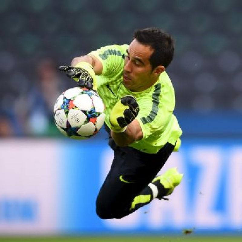 3. Claudio Bravo (Barcelona/Chile) Foto: Getty Images. Imagen Por:
