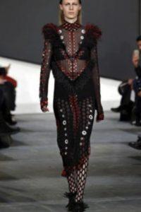 Prenda de Balmain, estilo rococó. Foto:Getty Images. Imagen Por: