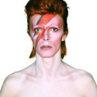 Para sus seguidores, este rockero británico poseía un toque de misticismo y sus ojos no fueron la excepción, ya que parecían ser de distinto color. Foto:Getty Images. Imagen Por: