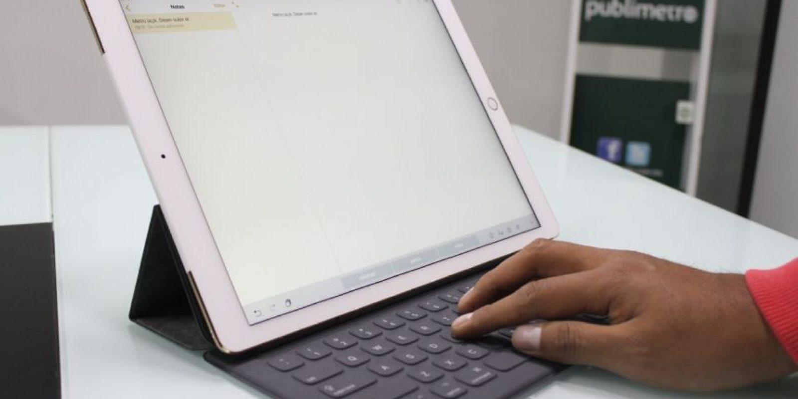 El SmartKeyboard no cuenta con retroiluminación. Foto:Nicolás Corte