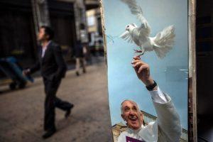 Cientos de feligreses están a la espera del Pontífice. Foto:AFP. Imagen Por: