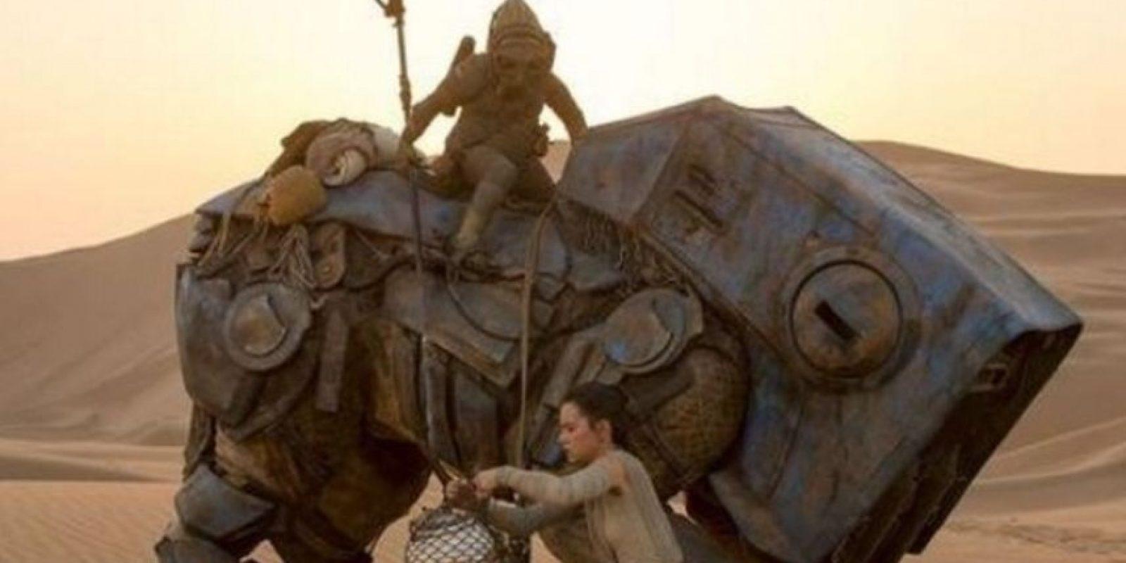 """""""El Desperpertar de la Fuerza"""" logró superar los mil millones de dólares durante el fin de semana de Navidad Foto:""""Lucas Films"""". Imagen Por:"""