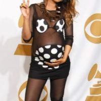 M.I.A en el peor vestido hecho para una embarazada por siempre jamás. Foto:vía Getty Images. Imagen Por: