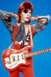 David Bowie se destacó por traspasar barreras de género. Foto:vía Getty Images. Imagen Por: