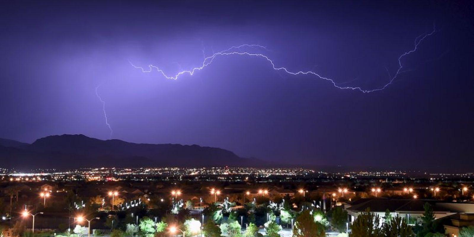 Aquí tienen algunos consejos para disminuir las posibilidades de ser alcanzados por un rayo. Foto:Getty Images. Imagen Por: