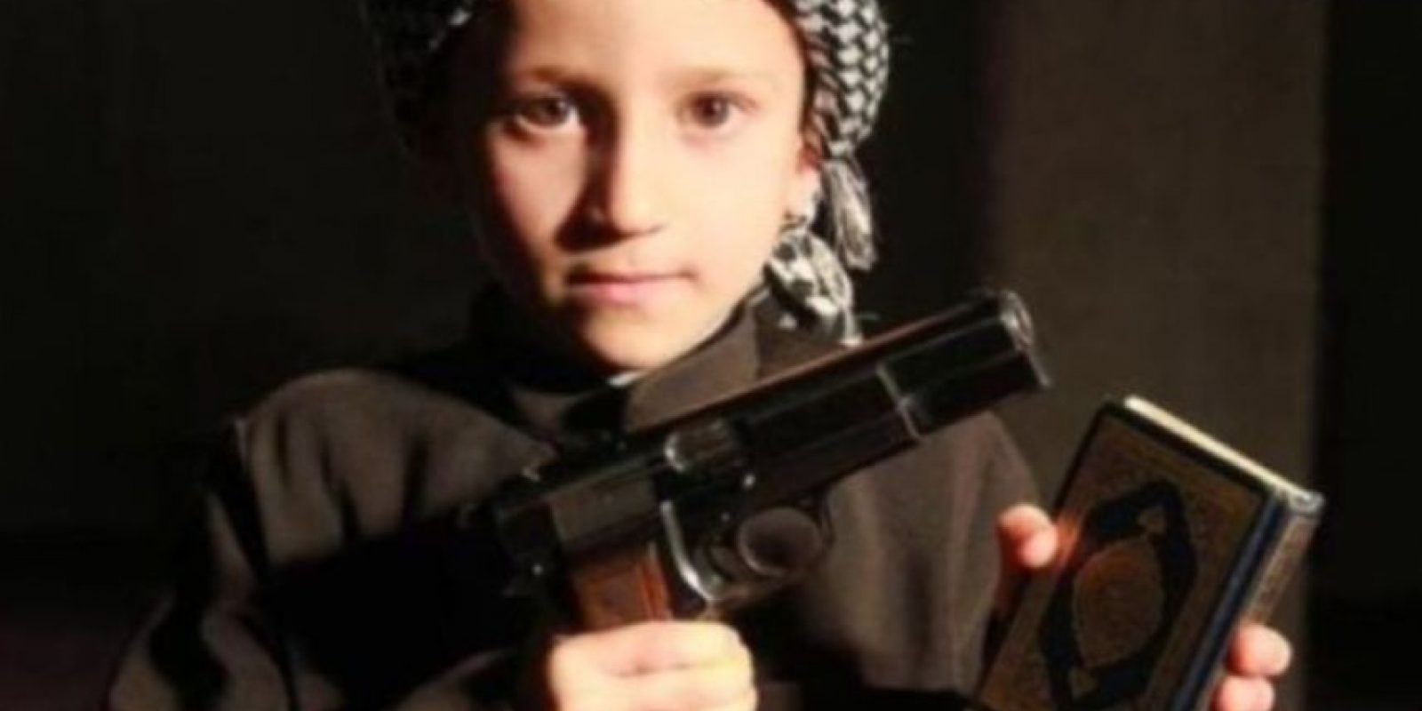 A través de redes sociales, ISIS ha difundido imágenes de bebés y niños vestidos como yihadistas o como sus militantes Foto:Twitter.com – Archivo. Imagen Por: