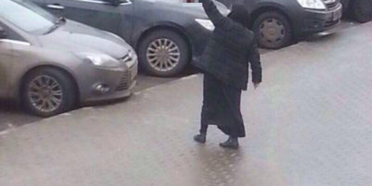 Rusia: Mujer camina con la cabeza de una niña a la que decapitó
