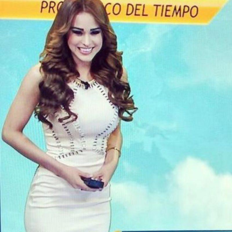 Cada uno de sus vestuarios enmarcaba sus curvas. Foto:vía acebook.com/yanetgarciapaginaoficial. Imagen Por: