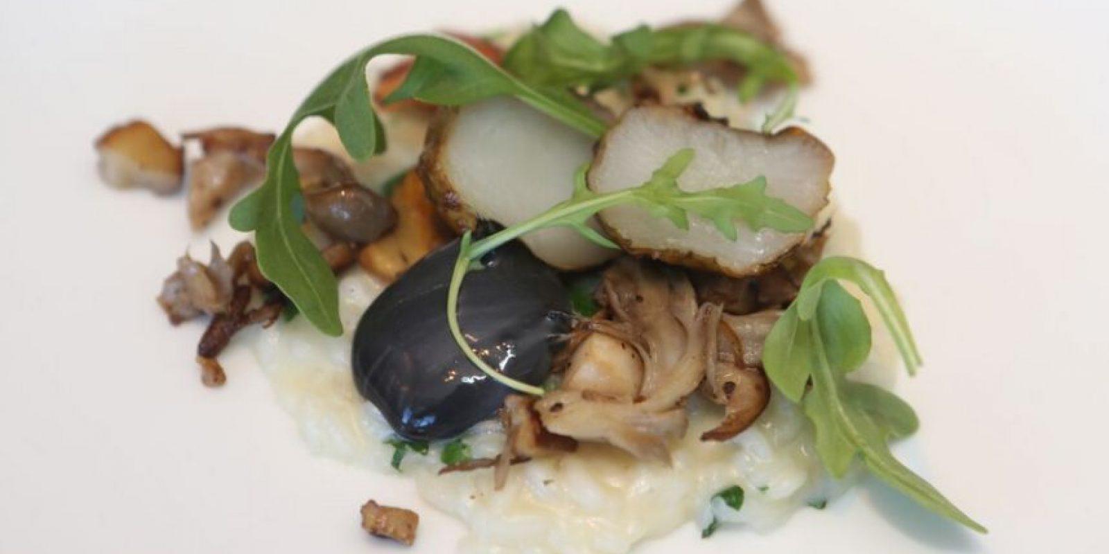 Acquerello risotto con setas silvestres, sunchokes, alioli de trufas negras y arúgula.. Imagen Por: