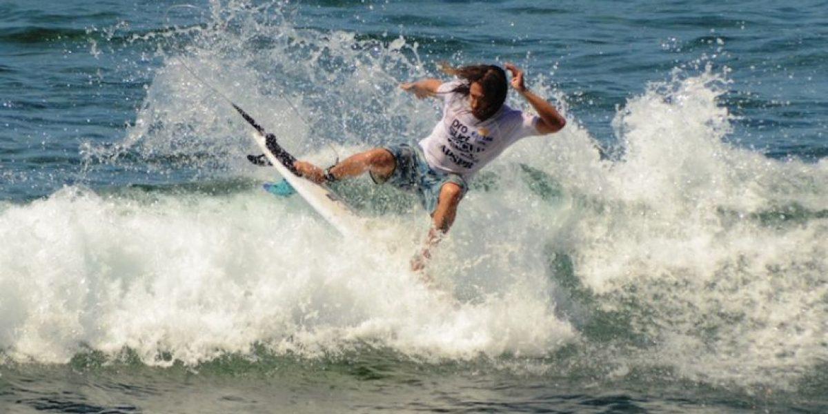 Buenas olas marcan comienzo de torneo internacional de surf en Rincón