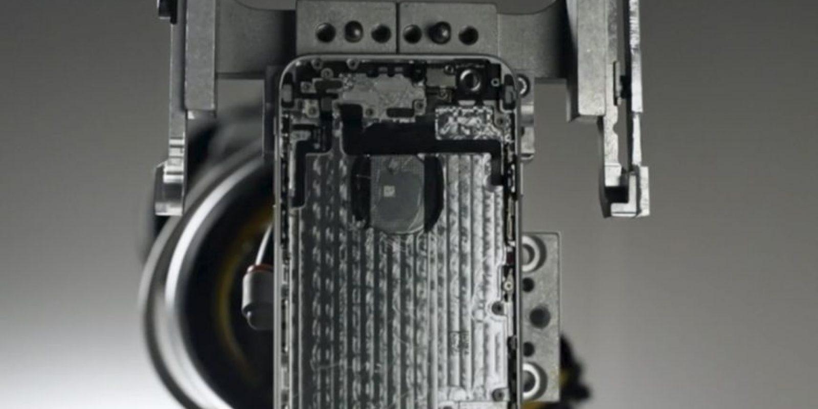 """Apple """"Liam"""", el brazo robótico que reciclará iPhones viejos en beneficio de la Tierra. Foto:Apple. Imagen Por:"""