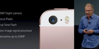 La cámara de iPhone SE retoma características que tiene el modelo 6s, como 12 megapíxeles y creación de Live Photos. Foto:Apple. Imagen Por: