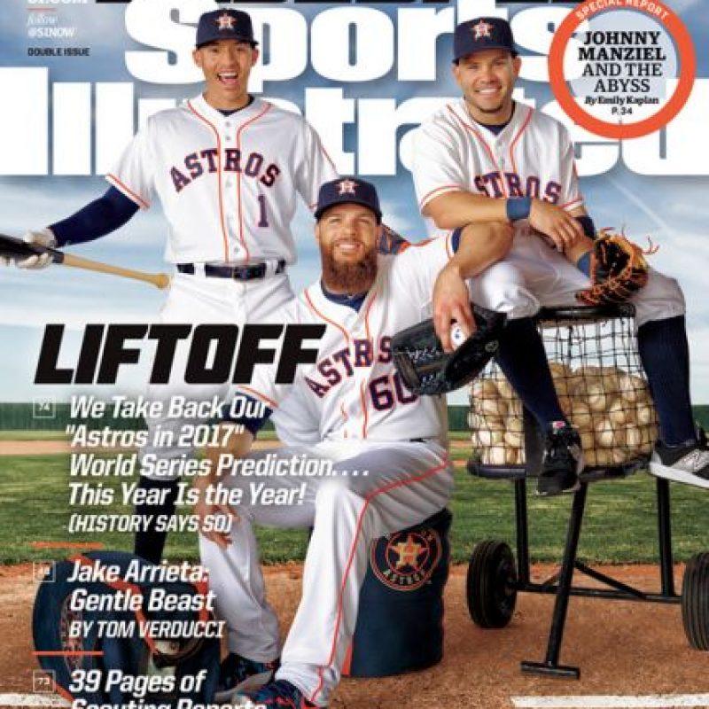 Carlos Correa y dos de ss compañeros de los Astros de Houston saldrán el la portada de la previa de MLB 2016 de Sports Illustrated. Foto:SI.com. Imagen Por: