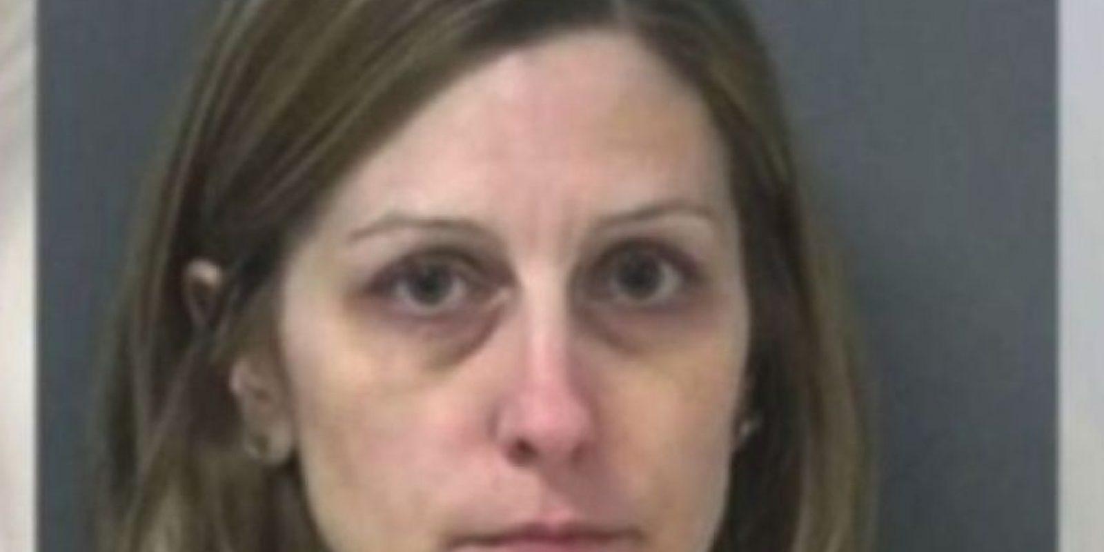 Michelle Ladd, de 41 años. Le regaló autos, armas y alcohol a sus alumnos Foto:Miami County Sheriff's Office. Imagen Por: