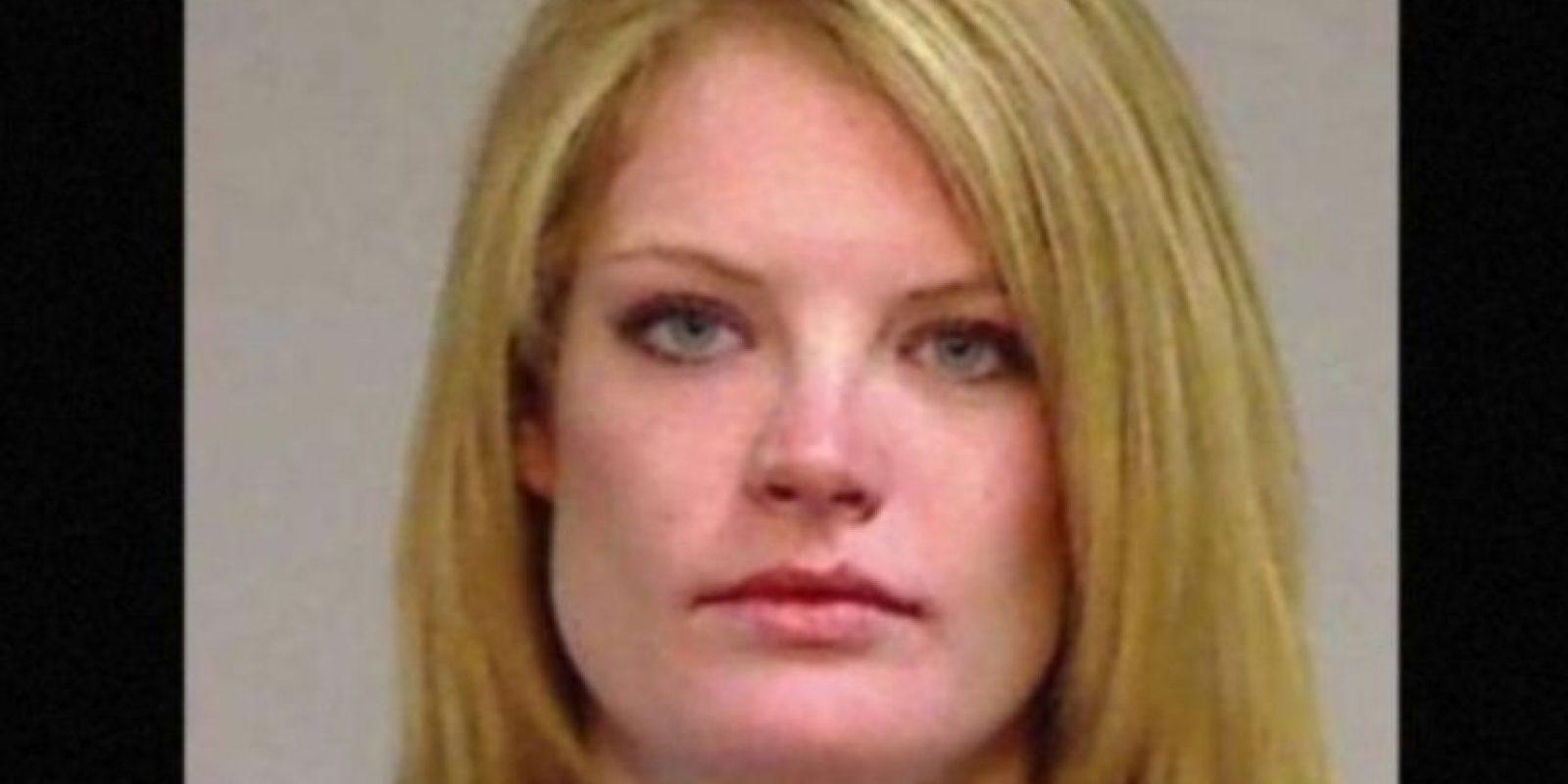 Lauren Redfern fue arrestada después de que la descubrieran teniendo relaciones sexuales con un alumno de 17 años de edad, en el baño de las maestras. Foto:Eagle County Sheriff's Office. Imagen Por: