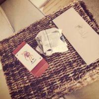 """""""Mi querido amigo 'The Joker' me hizo un regalo…dentro hay un vistazo a la mente de un hombre loco"""", comentó el actor en Instagram. Foto:vía instagram.com/JayHernandez. Imagen Por:"""