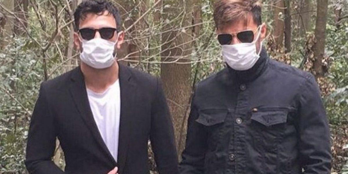 El atractivo hombre que acompañó a Ricky Martin a Japón