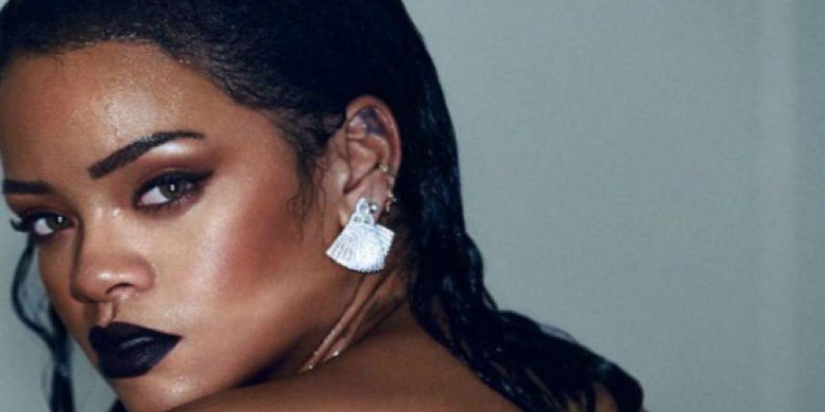Rihanna realiza revelador topless en nuevo video