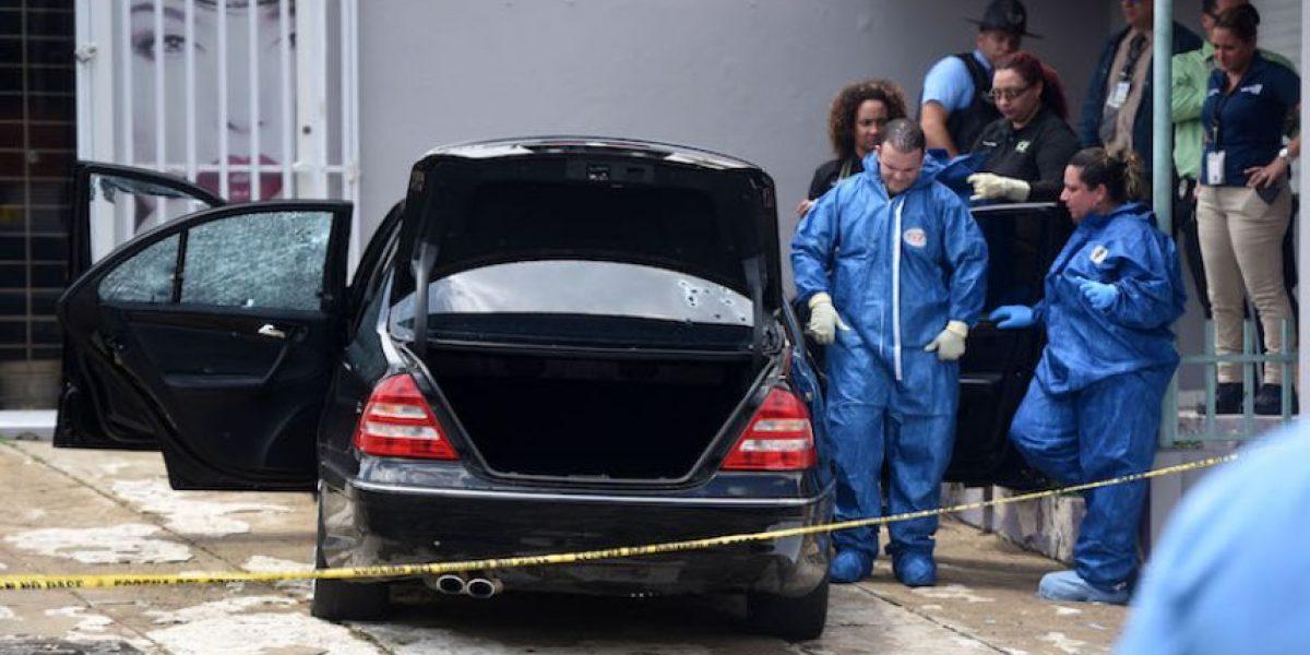 Hallan sujeto asesinado dentro de un Mercedes en la PR-1 en Río Piedras