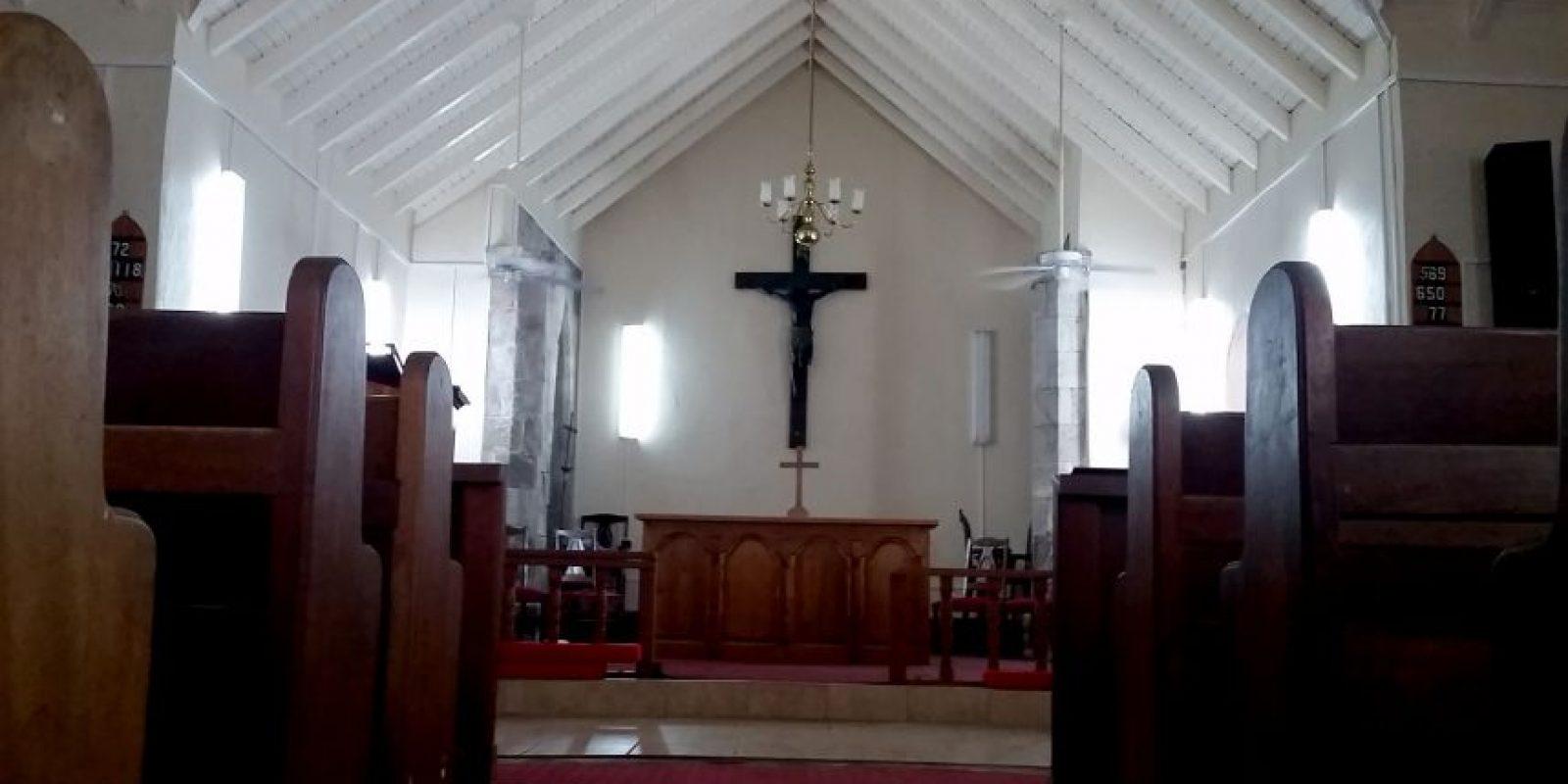 St. James Anglican Church c. 1750 una de las tres iglesias en el Caribe que presenta la cruz negra. Foto:Sonia E. Rivera. Imagen Por: