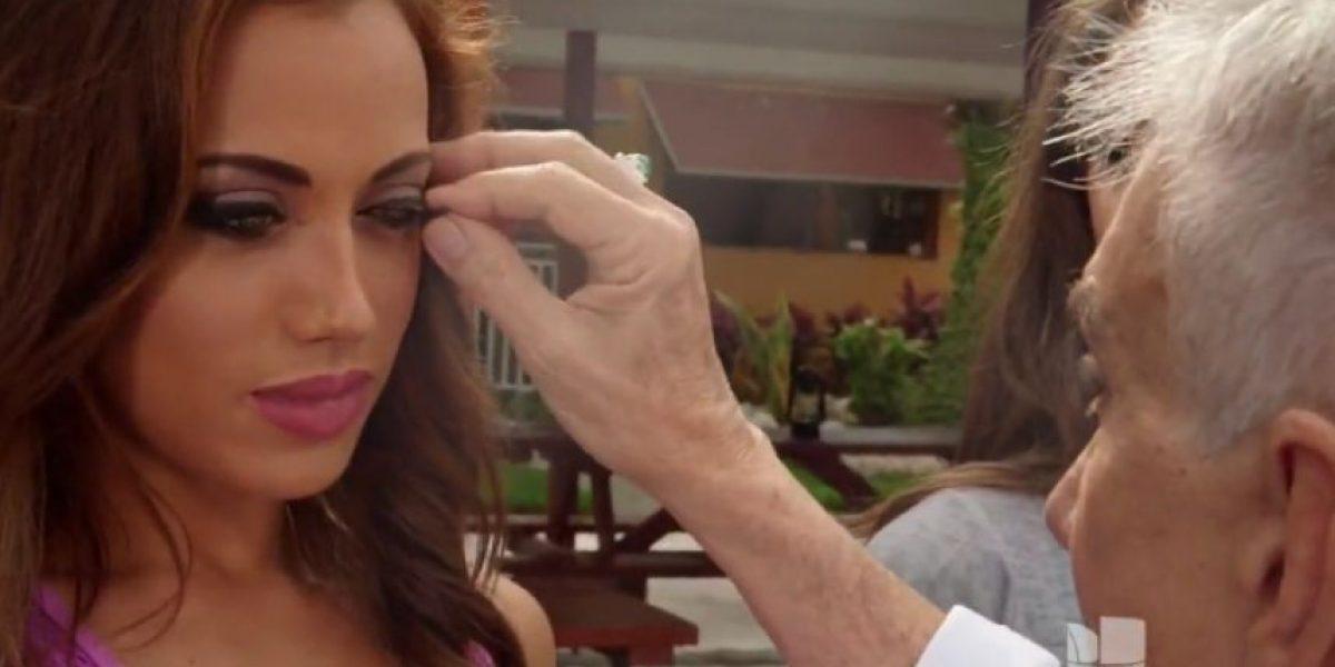 Osmel arranca pestañas postizas a Catherine Castro