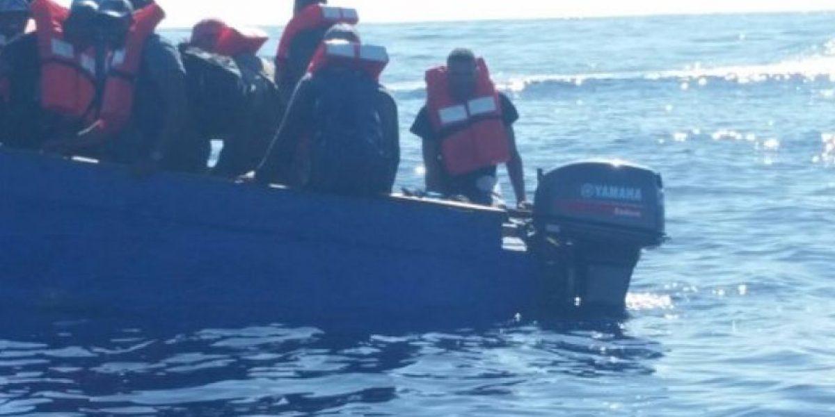 Rescatan yola en Isabela con 21 personas, 9 de nacionalidad brasileña