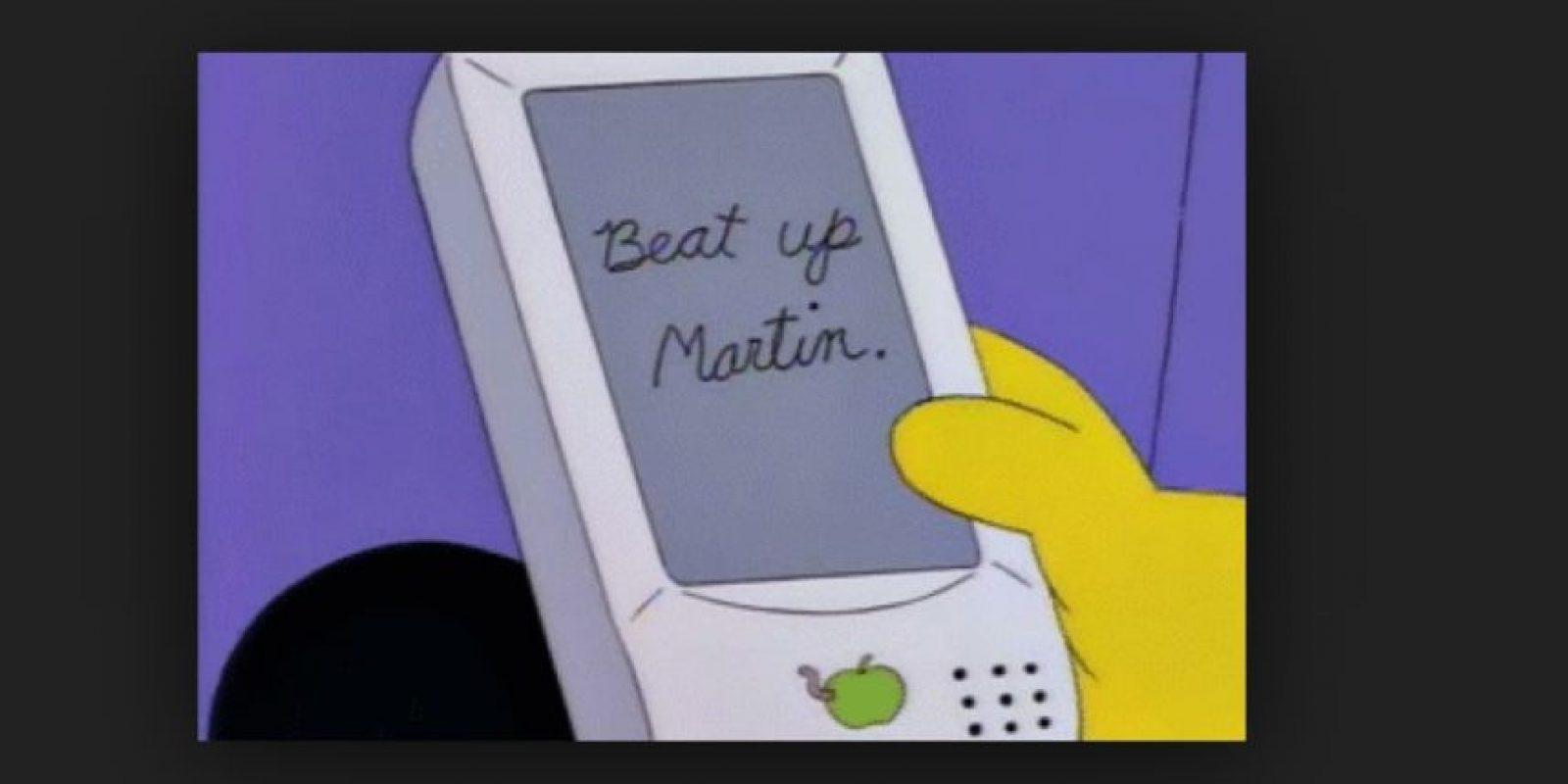 """En 1994, en el episodio """"Lisa on ice"""" se puede observar un aparato de """"Apple"""" que no corrige lo que intentan escribir. La compañía años después presentó esta opción Foto:Fox. Imagen Por:"""