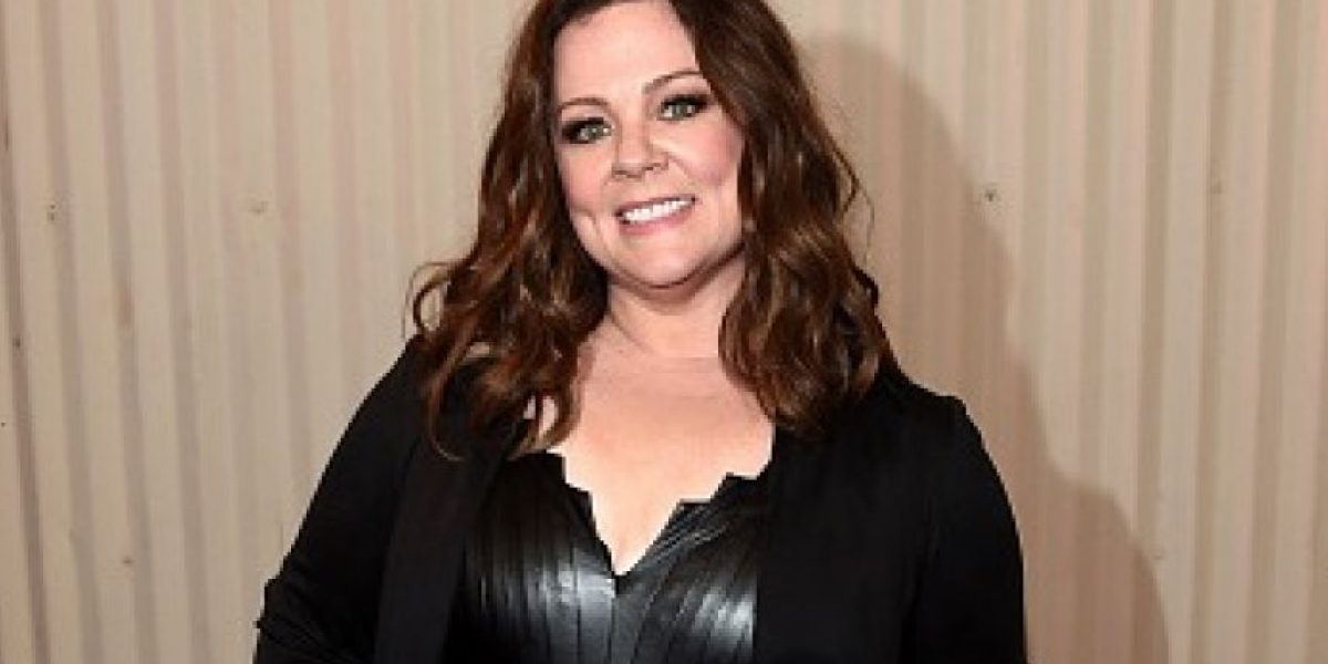 Melissa McCarthy luce su cintura en los MTV Movie Awards