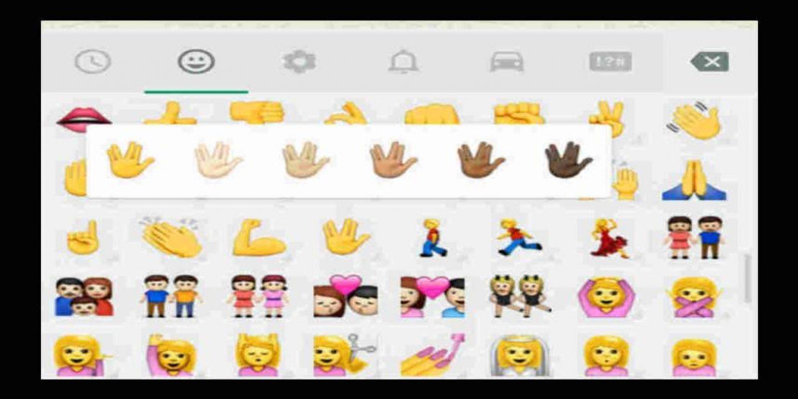 El año pasado WhatsApp lanzó la opción de cambiar el color de la piel de los emoticones. Foto:Tumblr. Imagen Por: