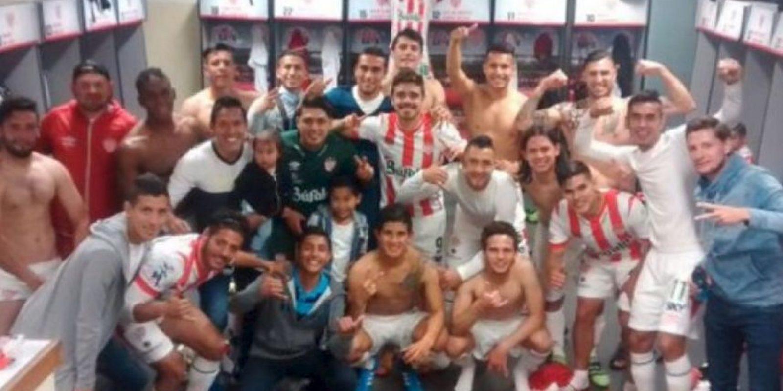 """Y en México, el club Necaxa de segunda división imitó la pose de la plantilla """"merengue"""" Foto:Twitter.com. Imagen Por:"""