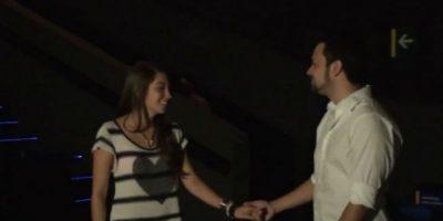 Esta chica pensó que estaba viendo los cortos de una película, pero en realidad se trataba de una propuesta de matrimonio. Foto:Youtube. Imagen Por: