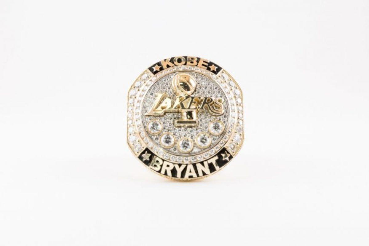 Con este anillo, los Lakers despidieron a Kobe Bryant. Foto:nba.com. Imagen Por: