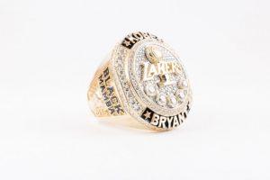 Y 20 diamantes pequeños, por los años que Kobe pasó en la NBA. Foto:nba.com. Imagen Por: